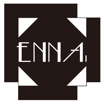 ハンドメイドアクセサリー|ENNA. [エナドット] ENNA. [エナドット]はハンドメイドアクセサリーをメインに、デザイナーのENNA.自身がデザインから製作までを行うアクセサリーブランドです。 モノトーンベースに、黒、銀、金、朱、白等の組み合わせで、シンプルな服装の方や、和装の方でも、コーディネートのアクセントとして引き立つ、素敵なアクセサリーを取り揃えております。